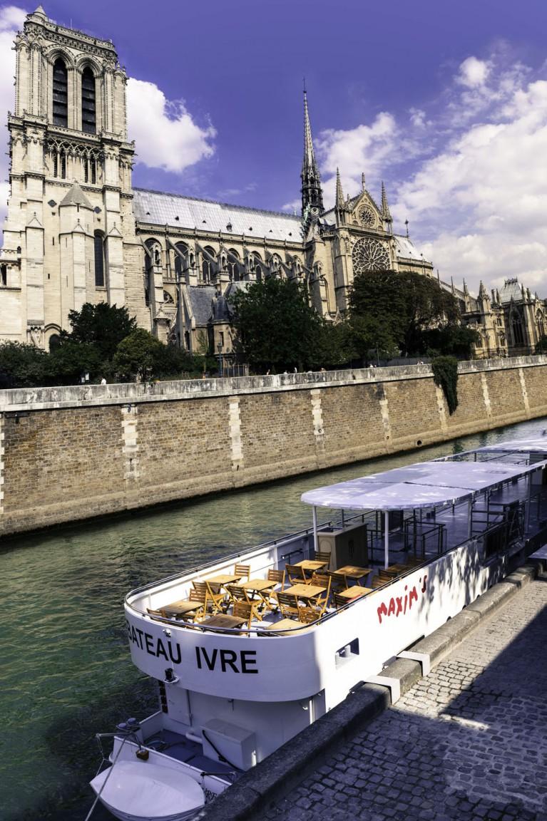 Les Bateaux Maxims De Paris